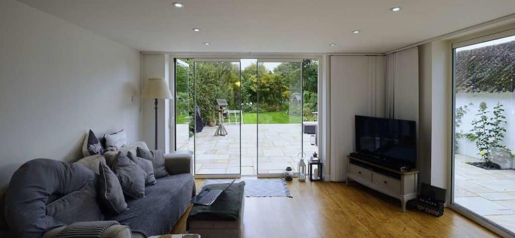 how to open and close frameless bifolding doors